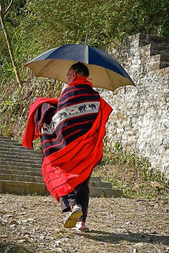 A Ao nga elder walking doen the village Road