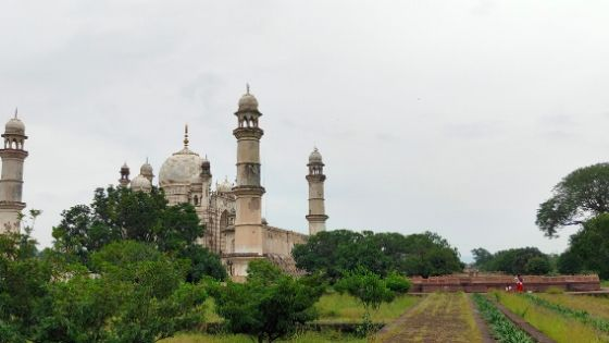 Bibi Ka Maqbara was built with marble till the lower part of the wall