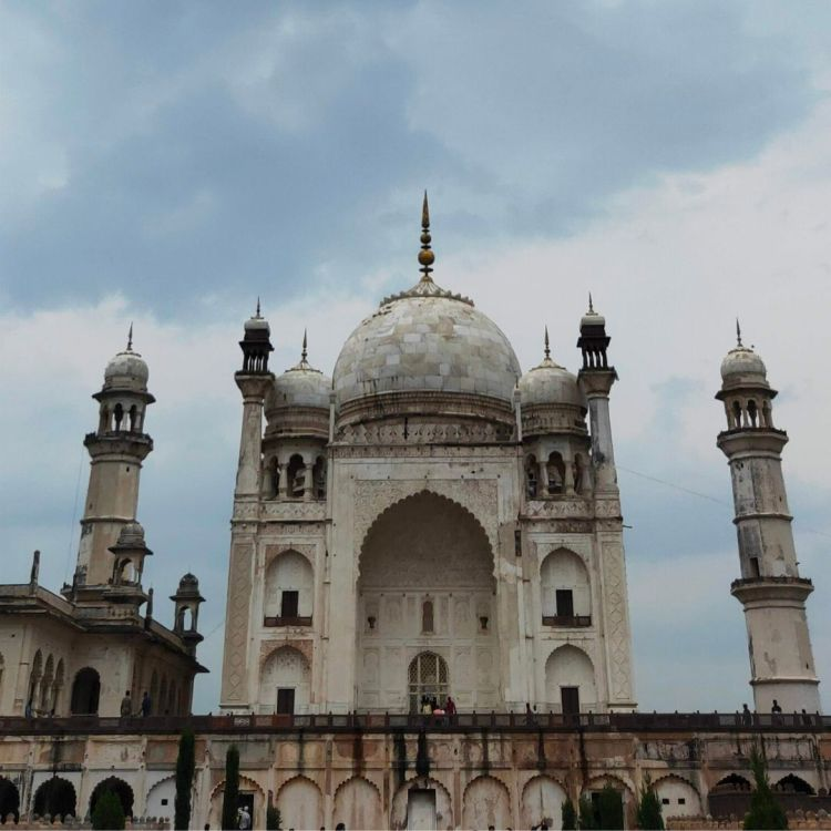 the Taj Mahal and the Bibi –Ka-Maqbara similarity